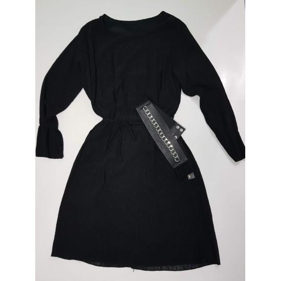 Μαύρο φόρεμα με λαιμόκοψη